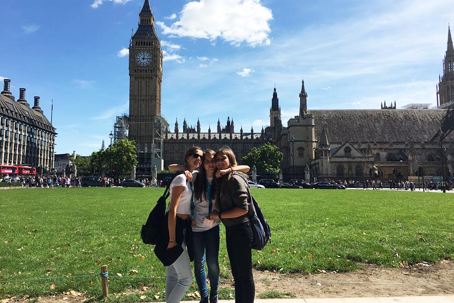 I 10 motivi per cui tuo figlio dovrebbe fare una vacanza-studio all'estero